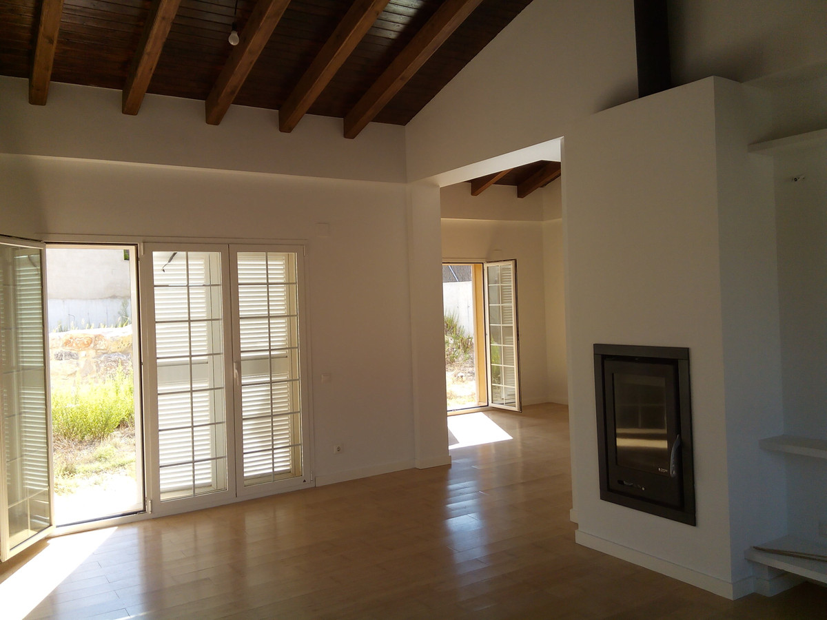 In the most prestigious area of Alcoy, this newly built house of 250m2 in a walled plot of 1200m2. F,Spain