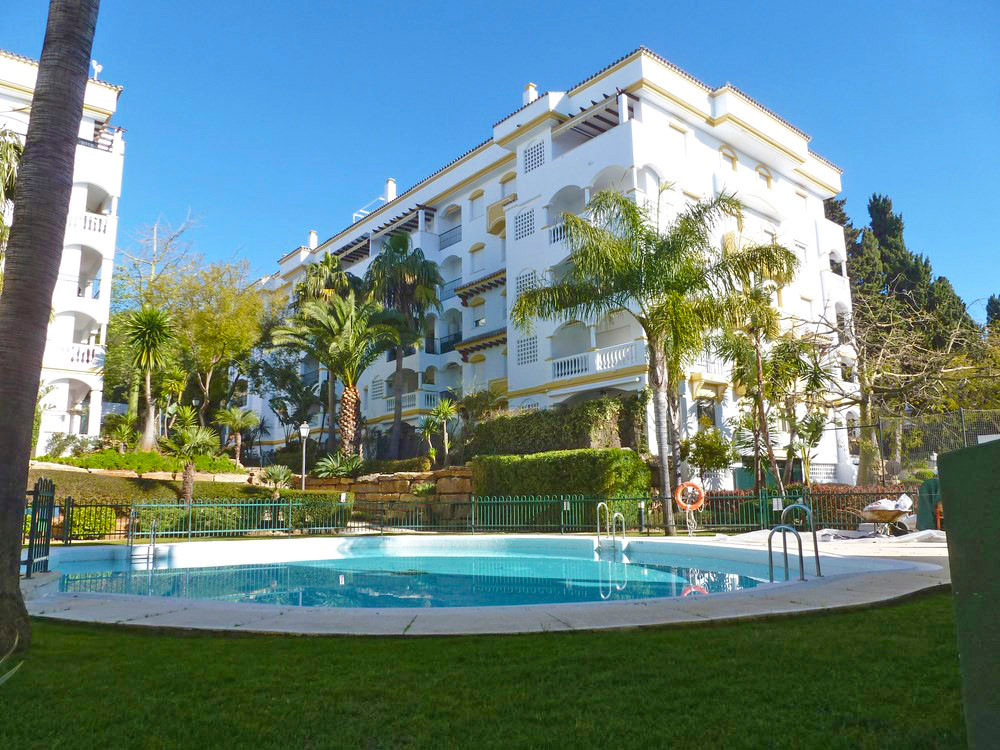 Nice apartment in gated community in the area of Nagueles on the Golden Mile, walking distance to Ma,Spain