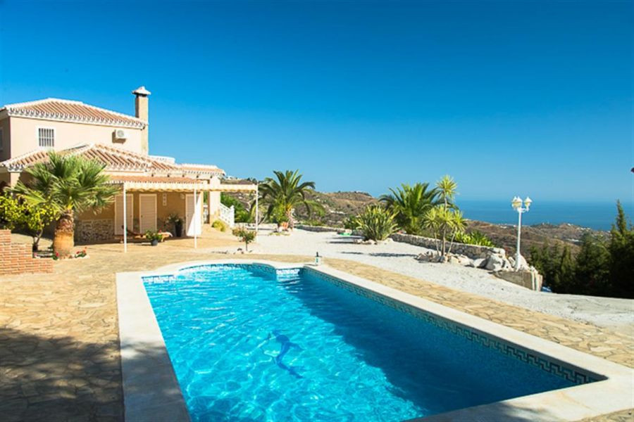 Luxury country villa with breath taking sea & mountain views, partly furnished, ff kitchen, fire, Spain