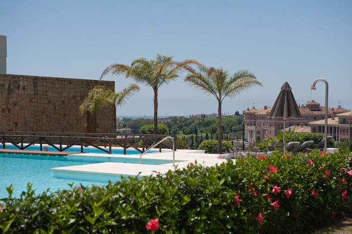 Located in the 24h security gated complex in a much sought after Golf Resort of Royal Flamingos. It , Spain
