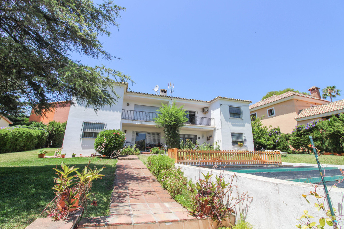 Ideally located three bedroom top floor apartment in a very unique and small complex with only four , Spain