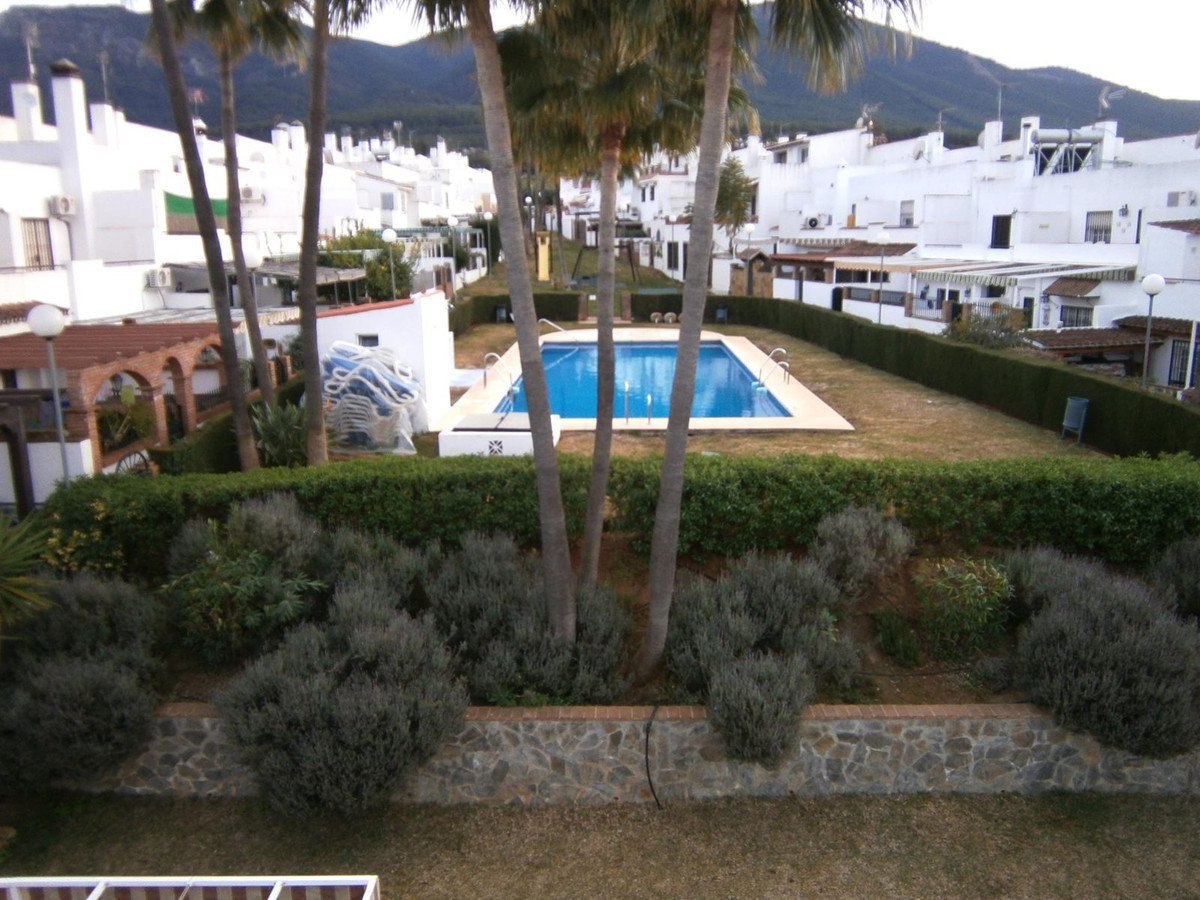 Townhouse in Alhaurin El Grande, consists of 4 bedrooms and 2 bathrooms. It is located in a quiet st, Spain