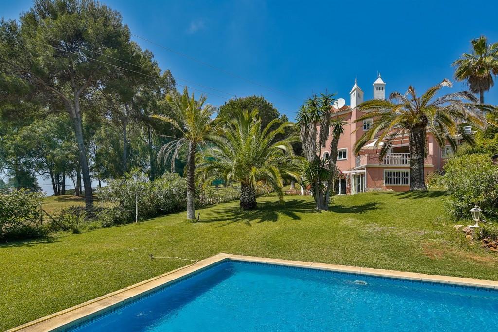 """COSTAL VILLA CLOSE TO MARBELLA  Villa on the western frontier of Sitio de Calahonda (""""Calahonda Roya,Spain"""