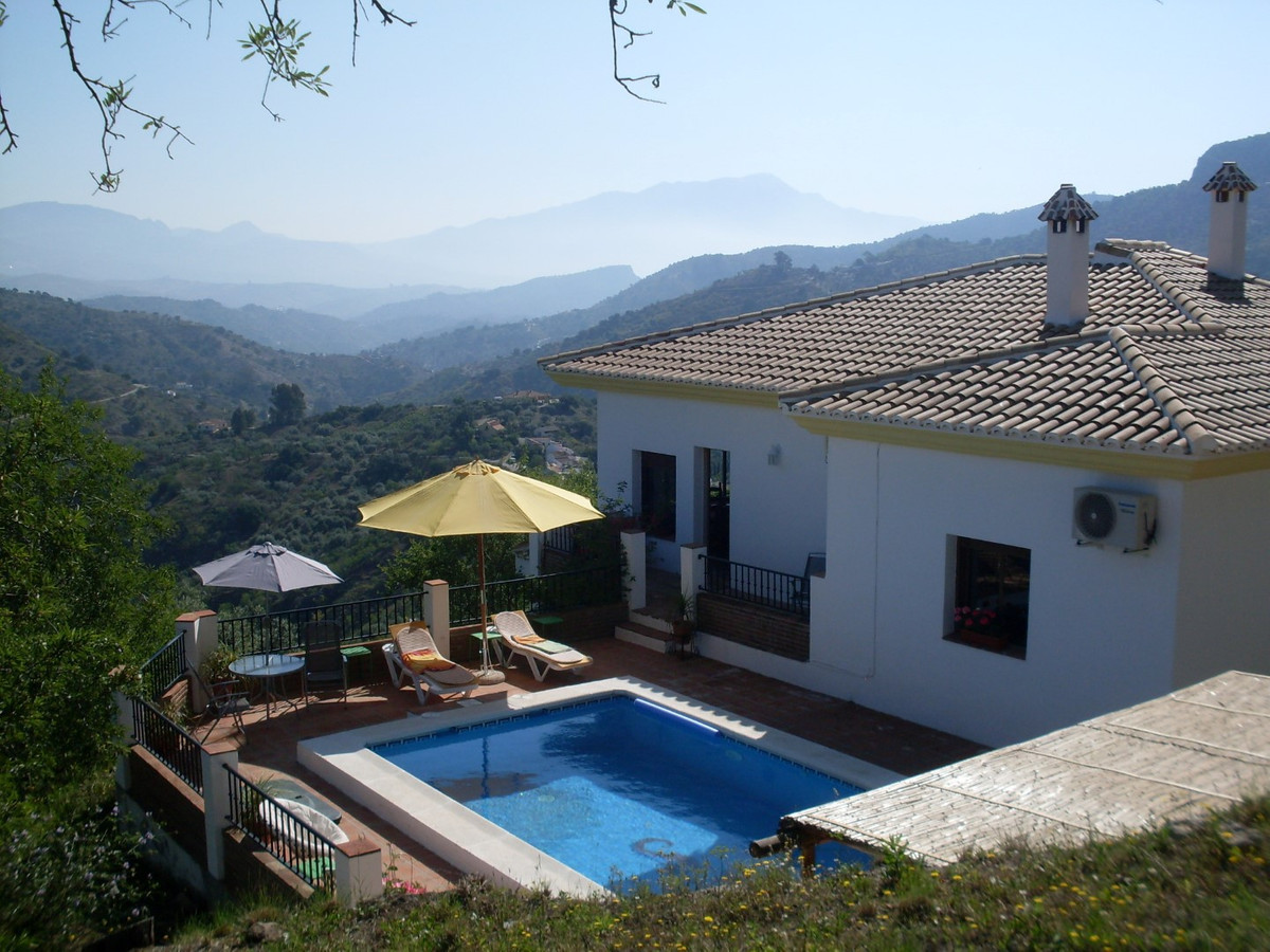Beautiful villa with panoramic views of the mountains in Comares. The House has a spacious living ro, Spain