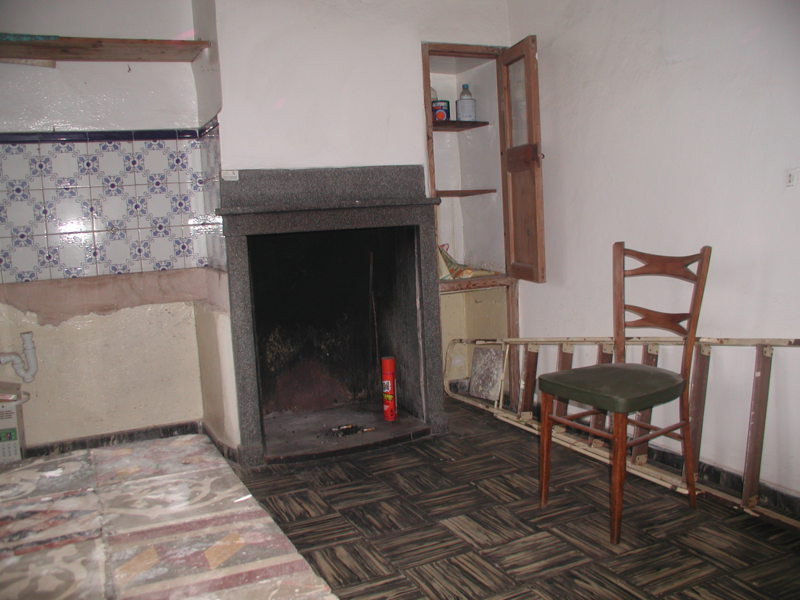Townhouse in the centre of Llucmajor for complete renovation  Living area 140 m2, various rooms, mai,Spain