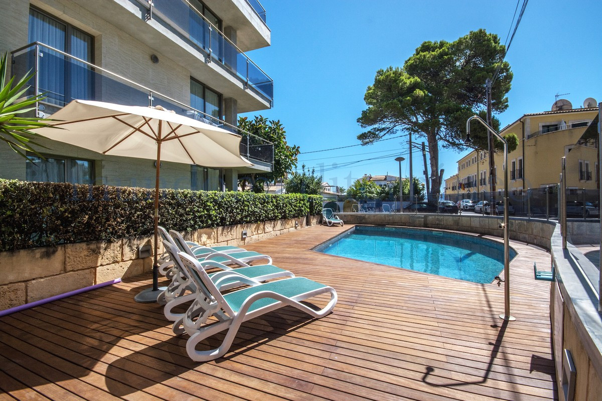 Excellent first floor apartment, second line to the sea with boasting sea views in a small community,Spain