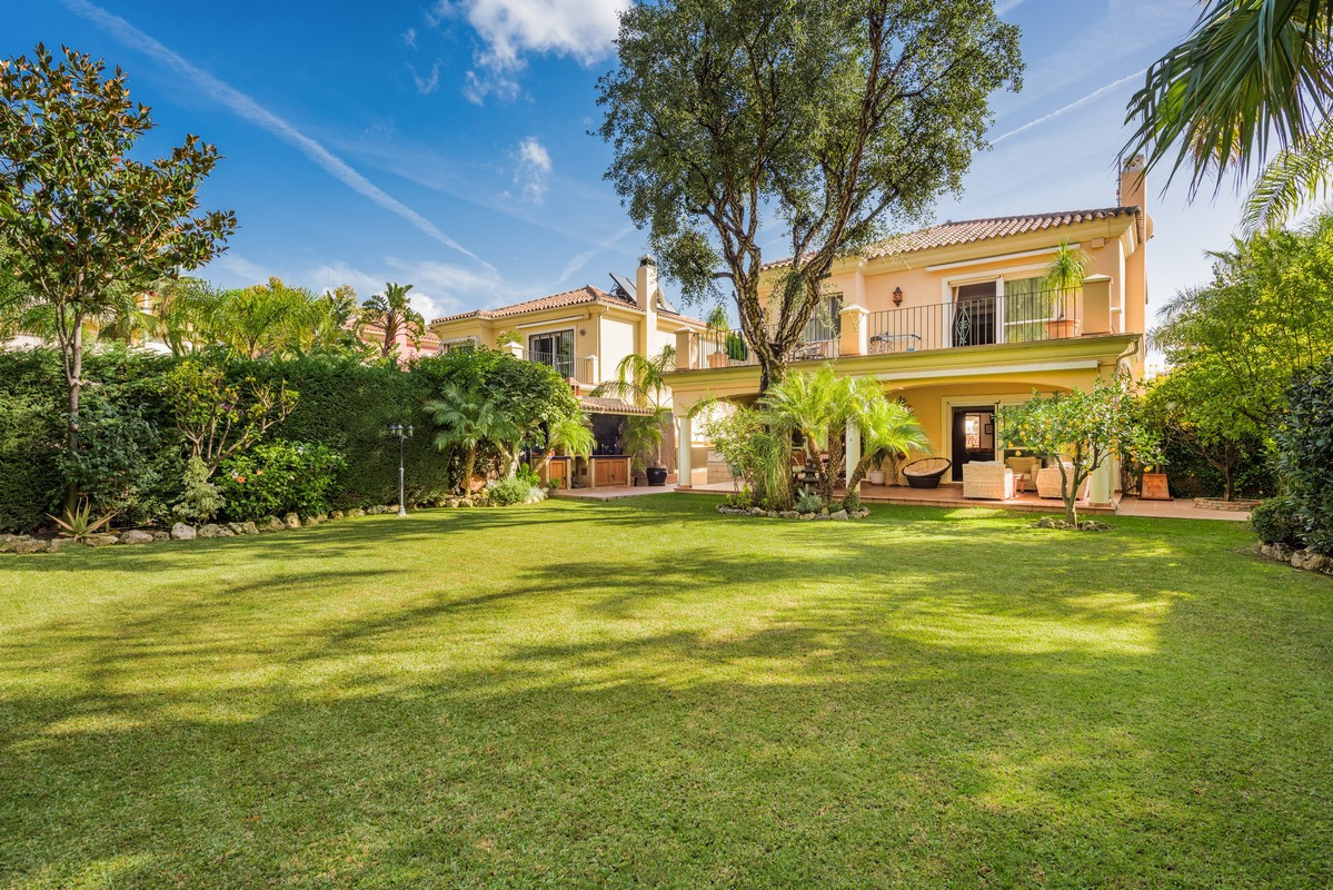 Spectacular Villa in Elviria, located in Hacienda San Manuel, quiet and surrounded by all the servic,Spain