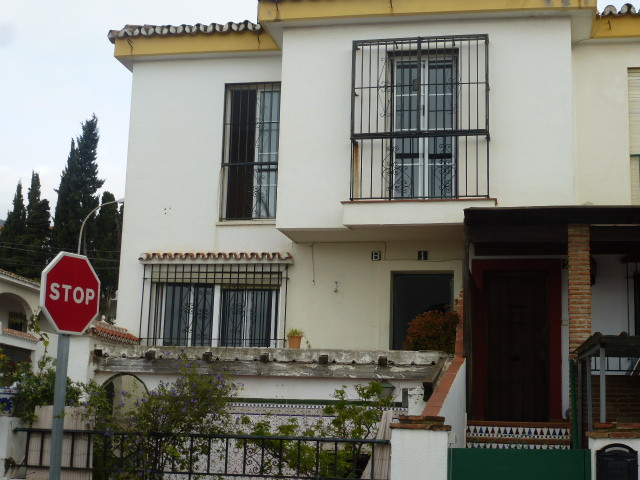 REDUCED Arroyo de la Miel centre end townhouse of ample proportion within walking distance to the ma,Spain
