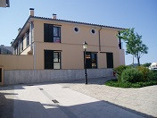 Townhouse located on a corner, in very good state of repair  Living area of 160 m2, courtyard of 23 ,Spain