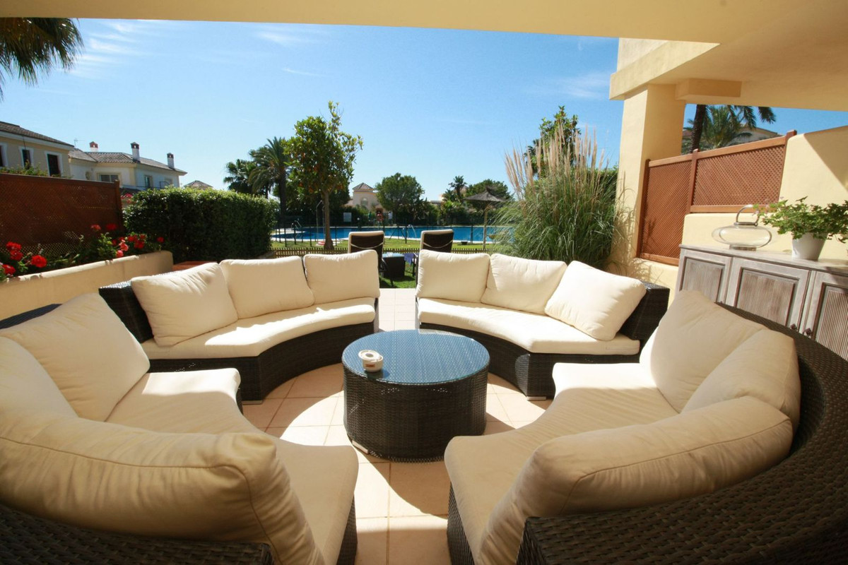A beautiful and very spacious 3 bedrooms ground floor apartment for sale in the Mansions complex loc, Spain