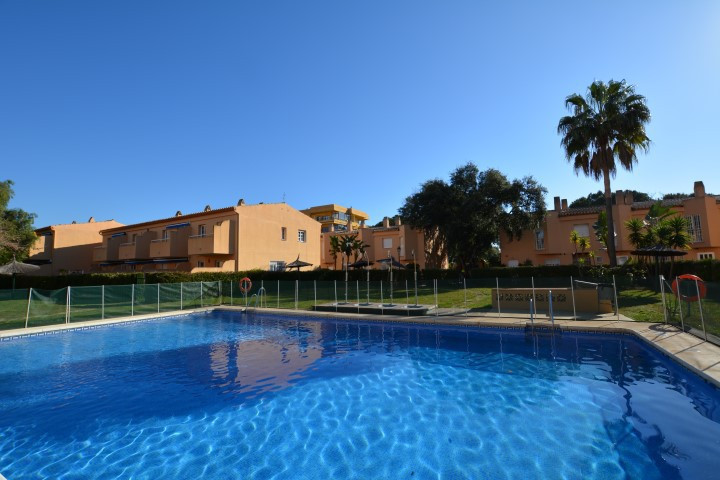 OPPORTUNITY!! 250 METERS FROM THE BEST BEACHES OF MARBELLA !! Cozy and spacious townhouse, with priv, Spain