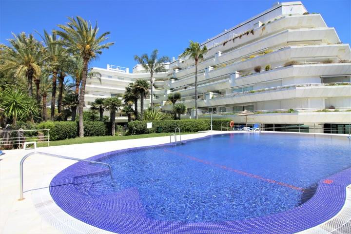 A dream place!  Spectacular luxury apartment on the first line of the beach in Marbella. It has 100m, Spain