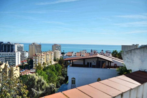 Great semi-detached house located just 500 meters from the beach and in perfect condition ready to m,Spain