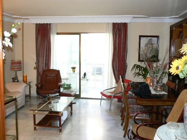 Apartment situated in the heart of Arroyo de la Miel. 3 beds and 2 baths all on 1 floor with a glaze,Spain