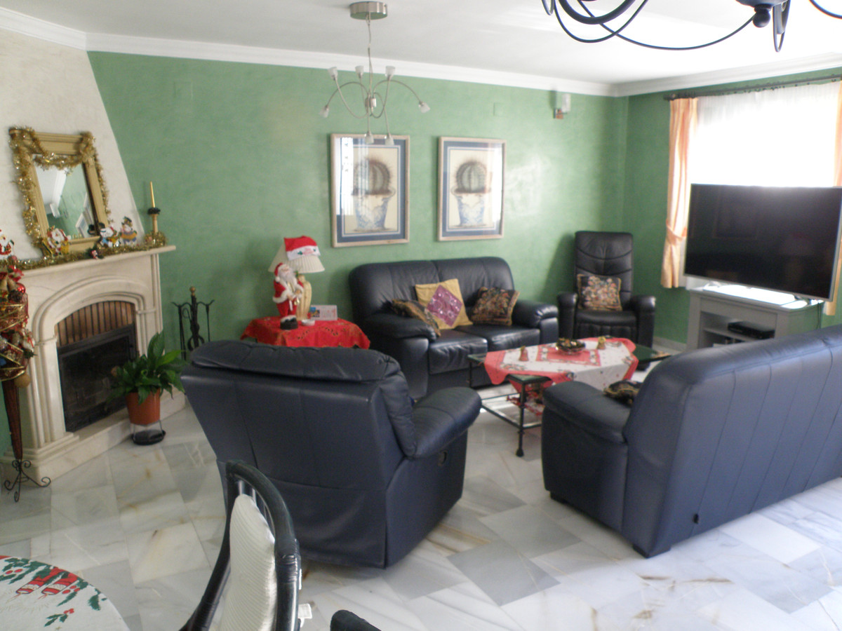 House in perfect condition, recently renovated, furniture many quality, air conditioning, terrace fl,Spain