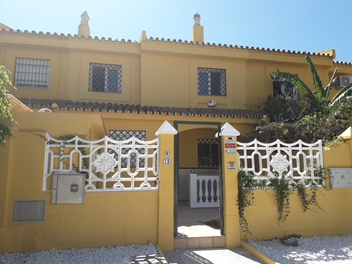 Townhouse with 4 bedrooms and 2 bathrooms located at the entrance of Malaga in front of the well-kno, Spain