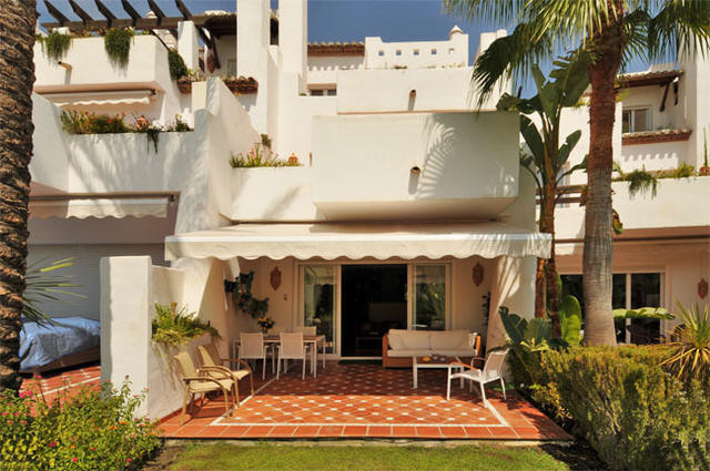 PRICED TO SELL!  Townhouse, New Golden Mile, Costa del Sol. 3 Bedrooms, 3 Bathrooms, Built 284 m², T, Spain