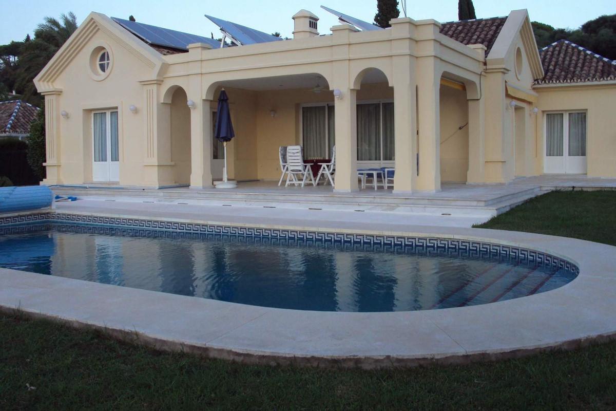Detached Villa, , Costa del Sol. 3 Bedrooms, 3 Bathrooms, Built 227 m², Garden/Plot 1407 m².  Settin,Spain