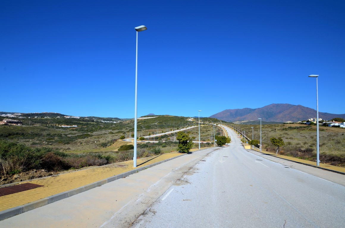 Residential urban plot with 3,377m2. It has a floor area of 1.075 m2. Maximum number of plants: 2 le, Spain