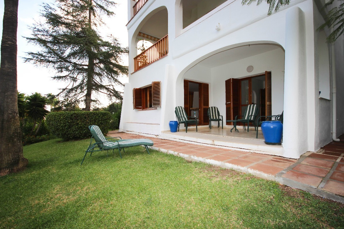 ------------------UNDER OFFER --------------  Garden apartment ideal for a renovation project in Le , Spain