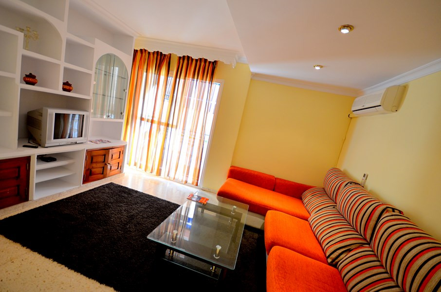 A great bargain! Nice apartment close to all amenities - 3-minute walk to the train station Arroyo d,Spain