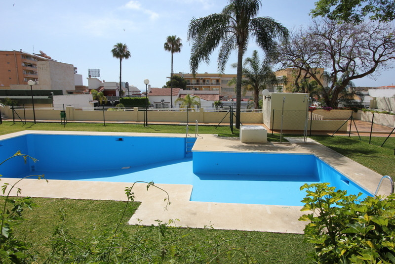 Excellent location, just 2 minutes walking to the beach, gated, pool , garage included!!  Ground Flo,Spain