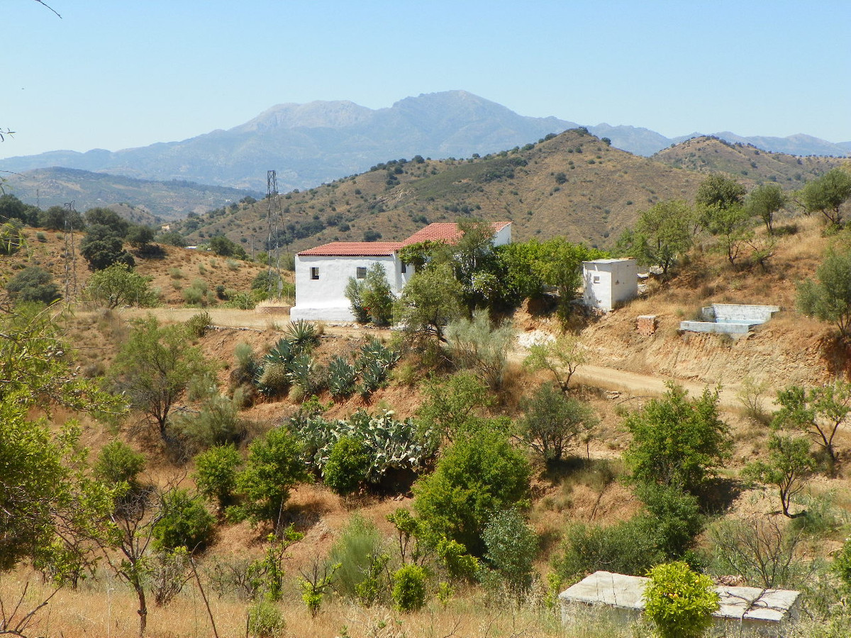 Fabulous opportunity to purchase a finca in the countryside just outside Coin. The property has been, Spain