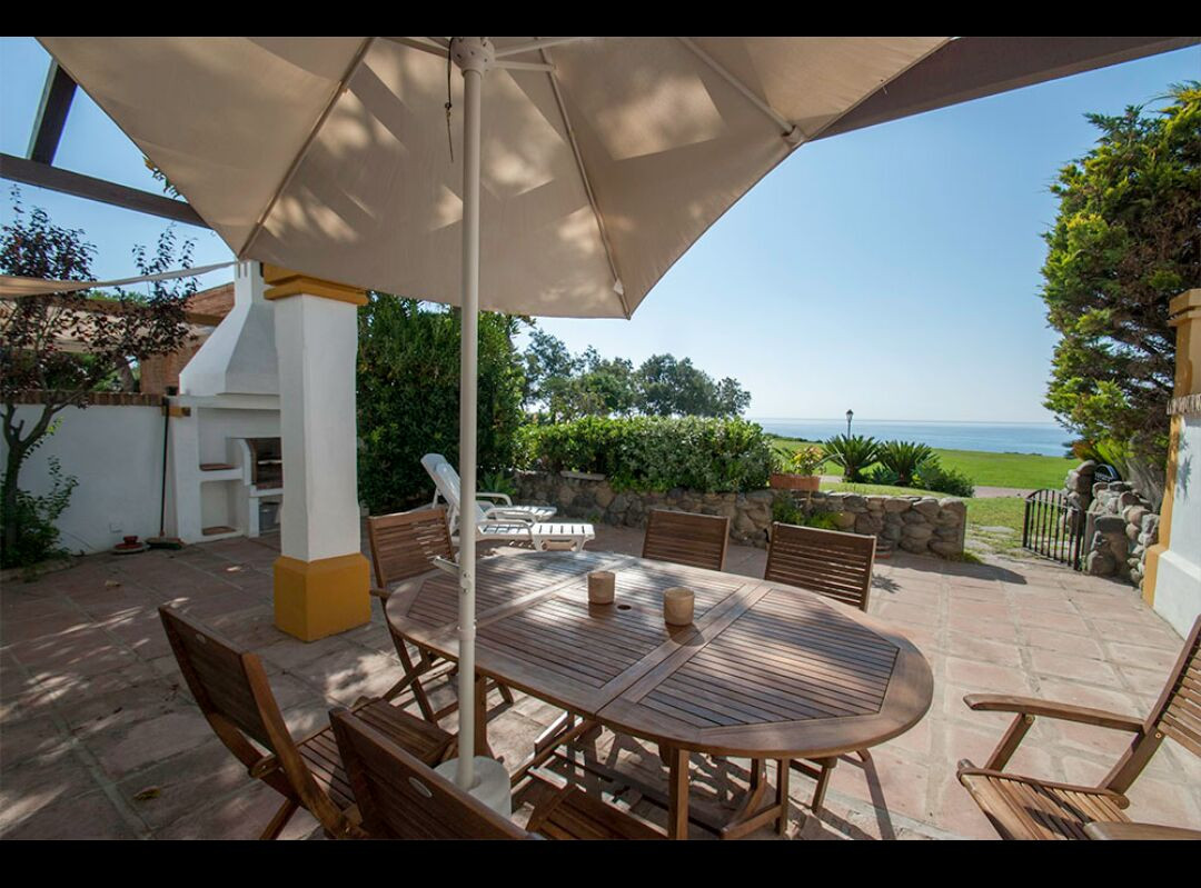 FRONT LINE BEACH IN TOWNHOUSE IN ALCAIDESA WITH MAGNIFICENT FRONT LINE VIEWS TO THE SEA AND THE COAS, Spain