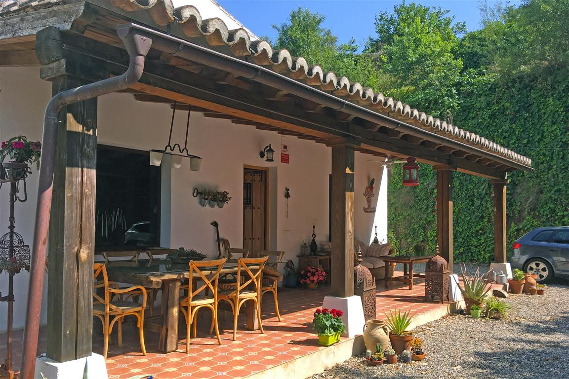 A beautiful rustic style country home, just a short walk to the village of Pizarra. It sits in a rur,Spain
