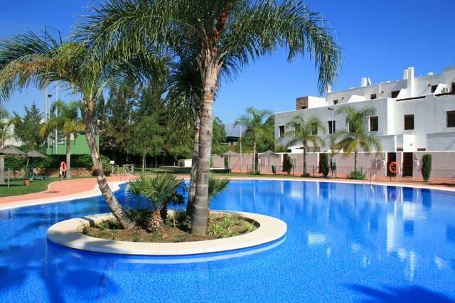 Well presented 2 Bedroom 2 Bathroom apartment in the sought after Navigolf, walking distance to La C,Spain