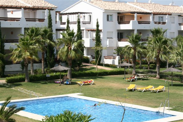 Beautiful decorated 3 bedroom, 3 bathroom apartment, in the popular gated community from Selwo Hills,Spain