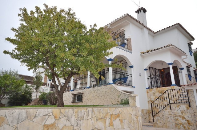 A fantastic villa that is perfect for a family with an interest in gardening and do-it-yourself work, Spain
