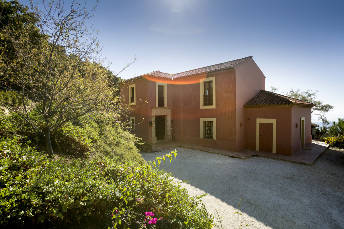 Elegant outstanding country Property  - the size of the house  construccion 210 m2  - 3 hct. Olivegr, Spain