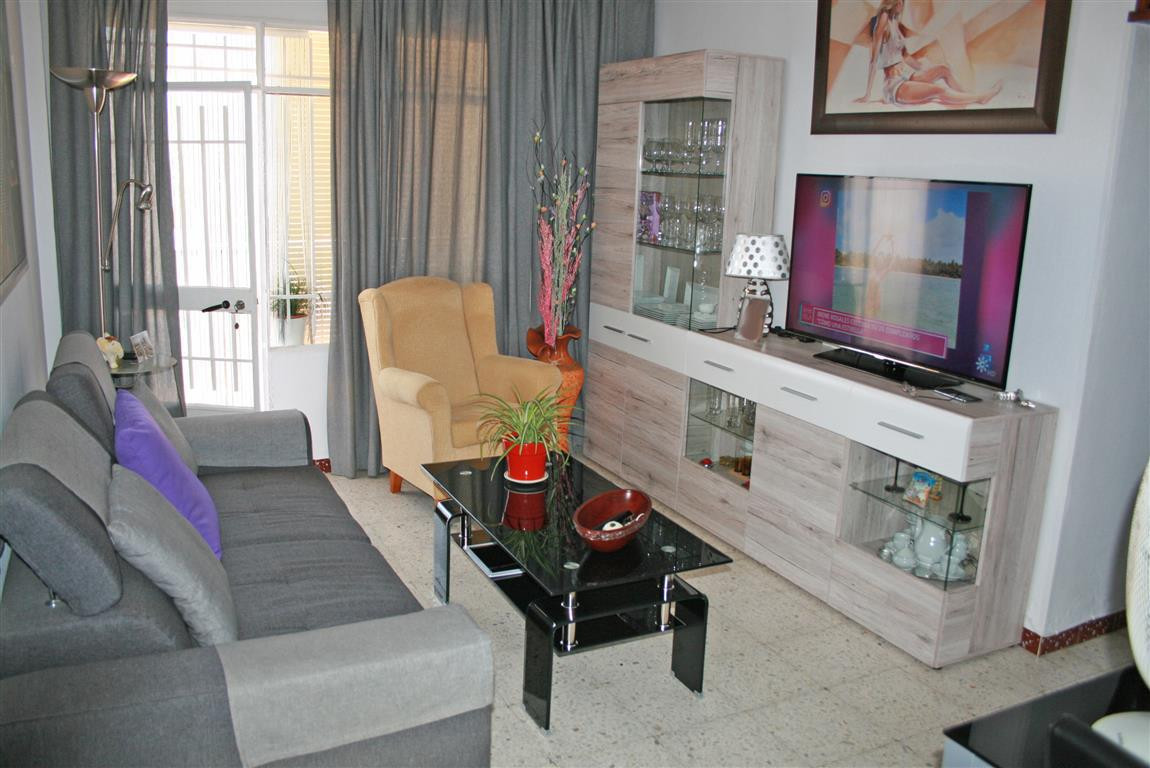 Nice apartment in Alhaurin el Grande. Some improvements have been made to the property recently. It ,Spain