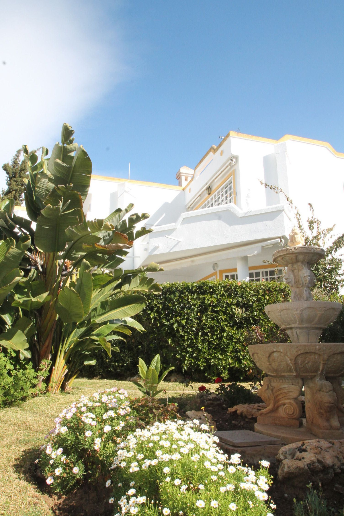 Just a 300meters walk from the Cabopino Beach, this beachside from main road semi detached house is , Spain