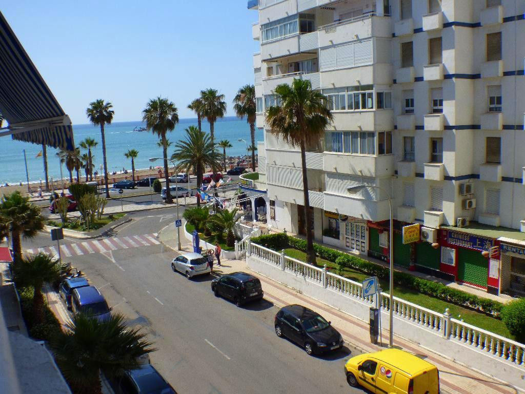Located on the 2nd line of the beach, 50 meters from the beach,  2 bedrooms, living room, kitchen, 1, Spain