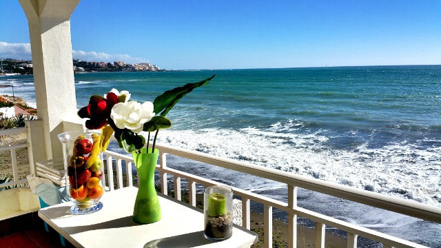 EQUIPMENT AND FEATURES OF THIS APARTMENT Terrace Swimming pool, Balcony Sea / Lake view Fitted kitch,Spain