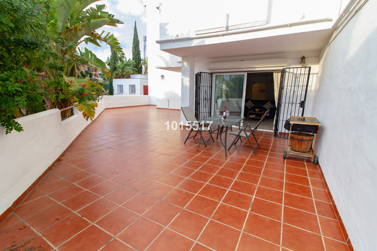 Lovely  and bright corner ground floor  apartment in a quiet residential community, communal swimmin,Spain