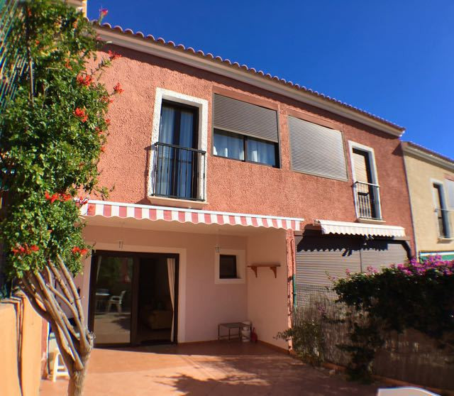 Truly delightful, south-facing, 3 bedroom, linked village house in Aigues just 10 minutes from local, Spain