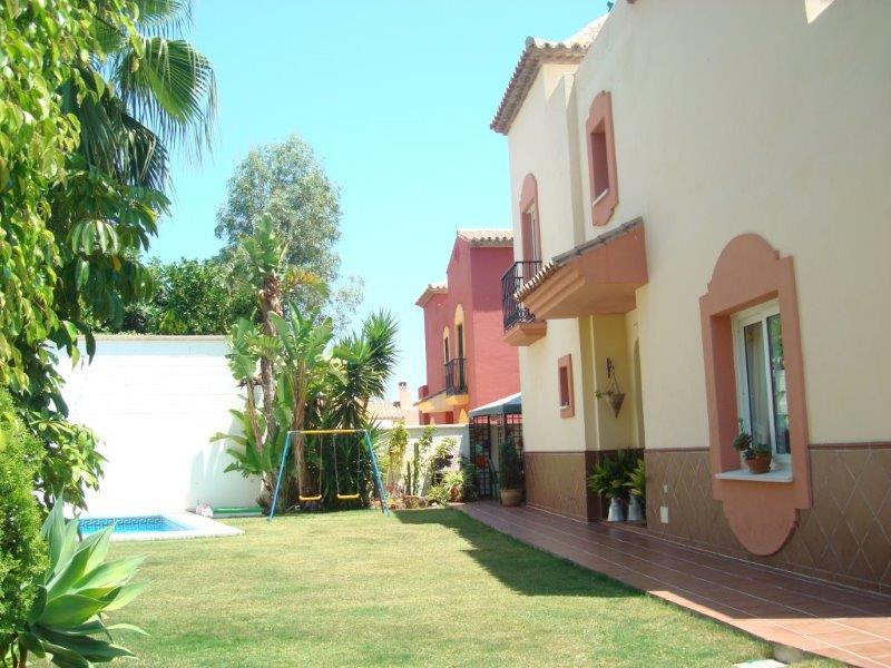 Semi-detached house in Bello Horizonte, very close to Marbella Center. The location is ideal for fam,Spain