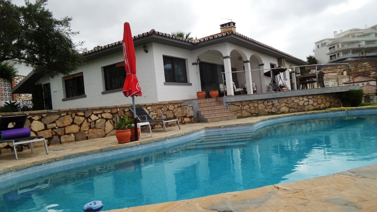 IMPRESSIVE LUXURY VILLA, Located 5 minutes from the beaches by car, 20 minutes from Malaga airport, ,Spain