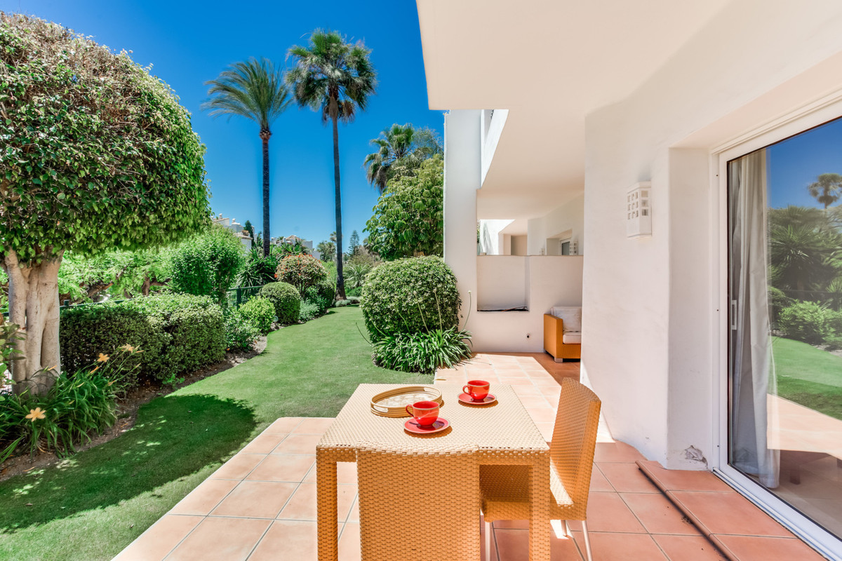 MAGNIFICENT AND LUXURIOUS APARTMENT IN ALCAZABA BEACH FIRST LINE BEACH COMPLEX ,TROPICAL GARDENS, CL, Spain