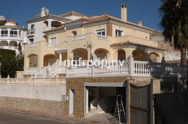 Private villa on 2 floors consists 5 bedrooms, 4 bathrooms, modern and fully equipped kitchen, livin, Spain