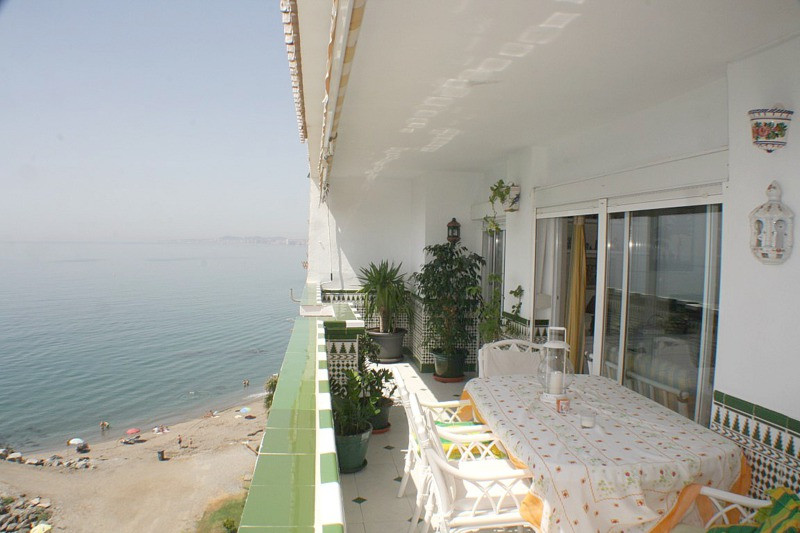 LOCATION! LOCATION! LOCATION! BEAUTIFUL BEACHFRONT PENTHOUSE IN A FANTASTIC LOCATION BETWEEN BENALMA, Spain