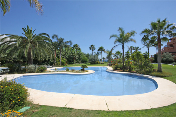 Stunning duplex apartment situated on a beachfront residential complex in Estepona just 5 minutes wa, Spain