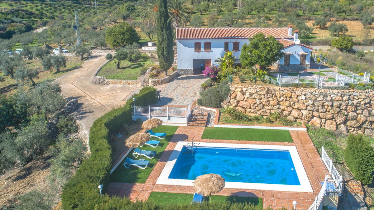 Wonderful Finca very well built with high quality materials located on the hillside of beautiful mou,Spain