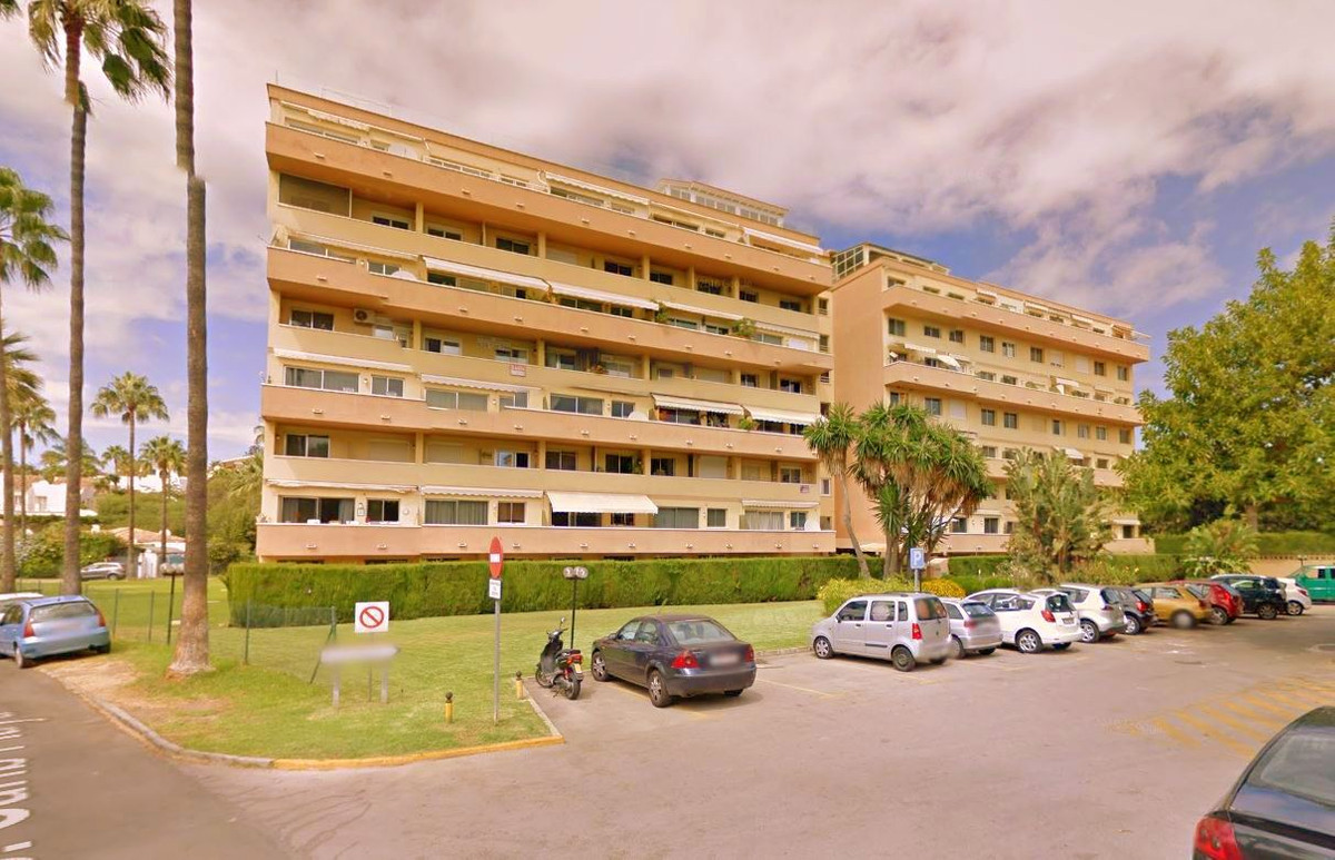 Duplex located in Cabopino, Las Chapas, Calle Faisan just 300 meters from the beach, ideal for inves,Spain