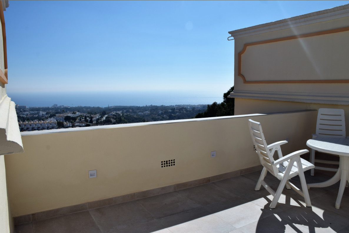 Penthouse with panoramic sea views in Sitio de Calahonda, Mijas-Costa. 2 bedrooms, living/dining roo, Spain