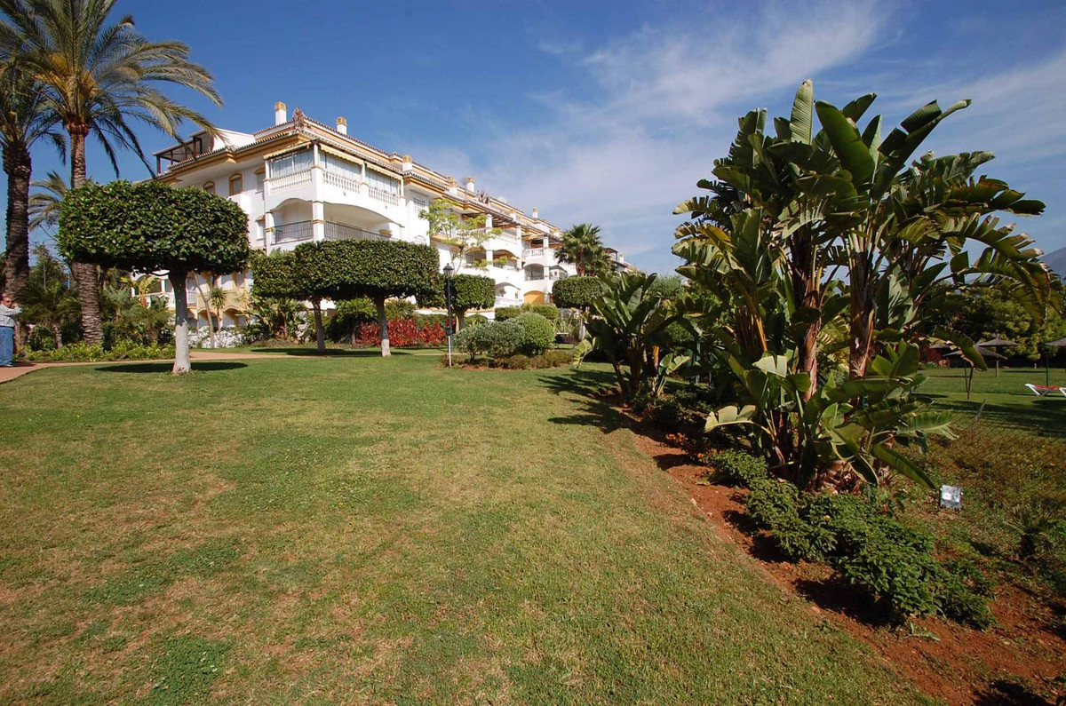 This superb three bedroom west facing apartment is situated in an enclosed residential complex very , Spain