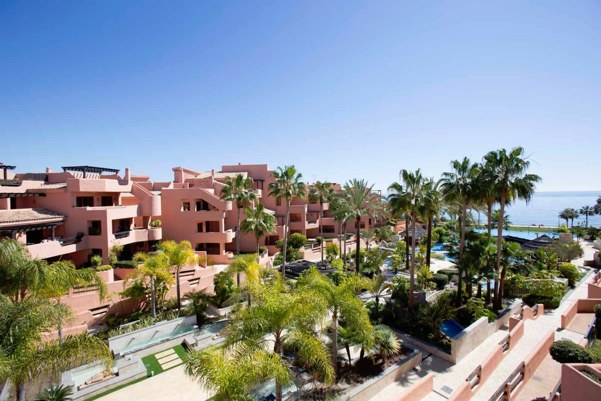 Located in a spectacular complex, this front line urbanisation with landscaped gardens has a swimmin, Spain